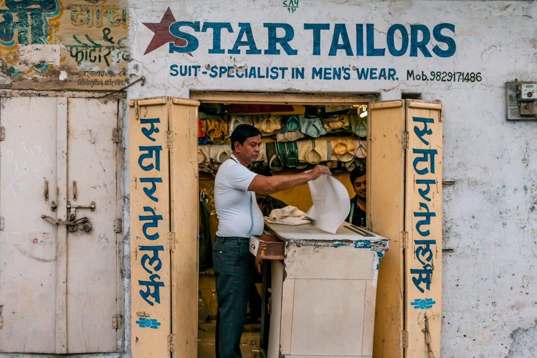 Tailleur dans un village du Rajasthan